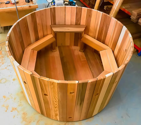 2.1mdiameter tub with octagonal benches
