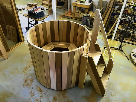 1.4m dia tub with stairs