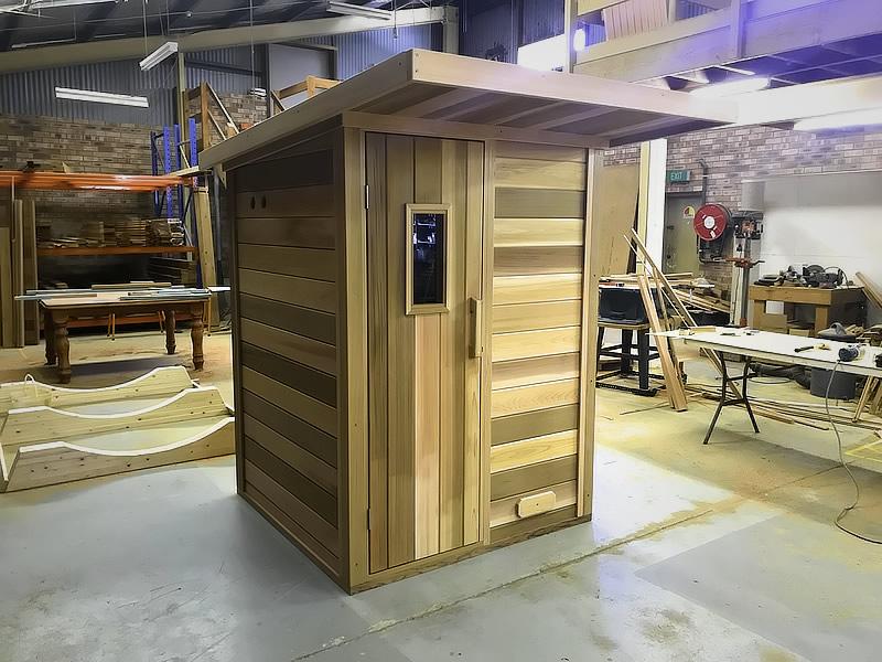 Log sauna with overhang